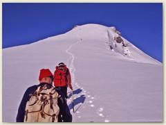 11 Auf dem Glacier du Wildhorn erreichen wir bald den Gipfel