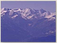 18 Über der Barrage de la Gde Dixence die Pyramide des Mont Blanc de Cheilon