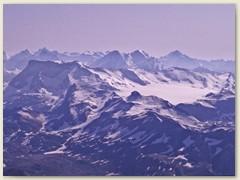 21 Glacier de la Plaine Morte mit Wildstrubel. Im Hintergrund etliche bekannte Berner Alpen