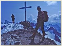 10 Am Ziel, Grassen-Gipfelkreuz 2946 m