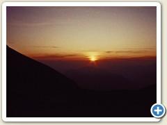 16 Sonnenuntergang vor der Hütte