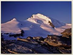 25 Fluchthorn, Strahlhorn und der Adlerpass grüssen in der Morgensonne