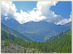 03 Blick zurück ins Val de Gressoney mit Rothore und Bättbeerg