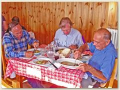 06 Eine regionale Spezialität, dazu ein Aostataler Wein - so endet unser erster Tag