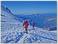 12 Am dritten Tag - auf dem Lysgletscher sieht man ganz unten das Val de Gressoney
