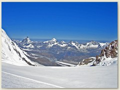 18 Das sind Prachtkerle - zwischen Liskamm und Dufourspitze erblicken wir: Dent d'Herens, Matterhorn, Dent Blanche, Obergabelhorn, Zinalrothorn und natürlich einer der Schönsten - das Weisshorn