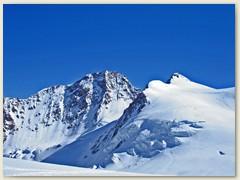20 Die felsige Wand der Dufourspitze, vorgelagert die Zumsteinspitze