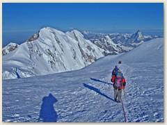 26 Am vierten Tag, wieder superschönes Wetter, jetzt geht es Bergab. Der Liskamm in seiner ganzen Breite