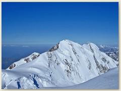 29 Der Liskamm mit seiner sehr steilen Ost-Nordostwand