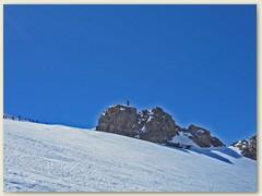 30 Das Balmenhorn 4167 m mit der riesigen Bronzestatue ' Christo delle Vette '