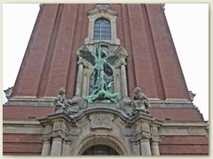 06_Eingang bei einer Kirche
