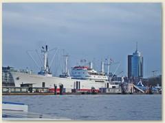 22_Ein Frachtschiff