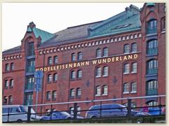 37_Das Miniatur Wunderland Hamburg ist ein einziger Superlativ. 13.000 Meter Gleis und ca. 930 Züge auf über 1300 qm verzaubern nicht nur Modellbahnfreunde