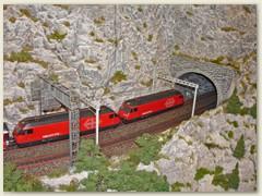 48_Eine Lokomotive der Reihe Re 460, Lok 2000, der SBB
