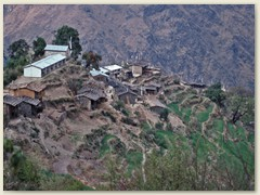 07 Syabru ist eine feste Siedlung. Hier befindet sich das Hauptquartier der Verwaltung des Langtang-Nationalparks