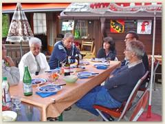 23 Einweihungsfest vor leeren Tellern