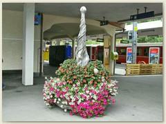 34r Blumenschmuck im Bahnhofareal