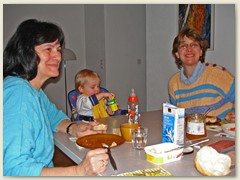 06 Am Frühstückstisch
