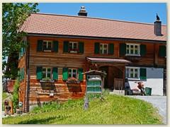 02 Ein älteres Haus der 22 Einwohner von Brün