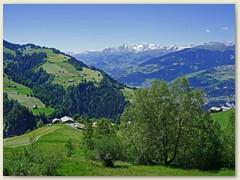 06 Im Hintergrund: Oberalpstock, Tödi und Bifertenstock