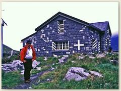 12 Zwischenstopp in der Cabane de Susanfe CAS der Sektion Yverdon. Die Hütte befindet sich Susanfe-Tälchen am Nordfuss der Tour Sallière in einer wildromantischen Voralpenlandschaft.