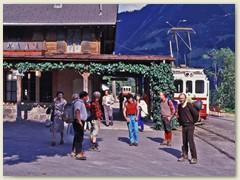 16 Beim Bahnhof Champéry 1036 m. Zuhinterst im Val d'Illiez. Ein Urlaubsort im französischsprachigen Teil des Wallis