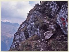 12 Der Abstieg hat es in sich, besonders bei Nässe ist Rutschgefahr. (Paul)