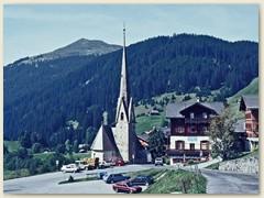 01 Start in St. Antönien 1420 m. Eine Streusiedlung im St. Antöniental, ein Seitental des Prättigaus. Kirche St. Antonius