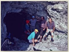 10 Eine der vielen Höhlen in der Ostflanke der Sulzfluh