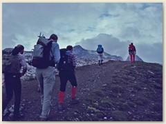 14 Am anderen Tag Aufstieg zur Sulzfluh. Der Bergweg führt entlang der Grenze Schweiz-Österreich