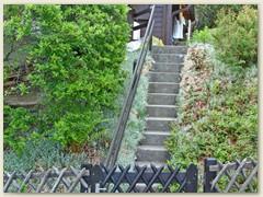 23 Eingangstreppe von unten, Mai 2007