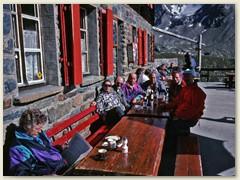 09 Das Bergrestaurant Fluhalp auf 2606 m liegt mitten im Wandergebiet Sunnegga-Blauherd-Rothorn