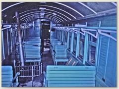 27 Innenansicht eines Personenwagens, links die Heizung für die Passagiere