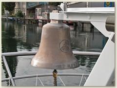 06 Die Schiffsglocke ist ein Instrument für Schallsignale und bis heute ein unentbehrlicher Bestandteil eines jeden Schiffes