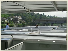 12 Das Dach wird einige cm gesenkt und die Steuerhauswände ab-, resp. umgelegt
