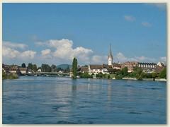 19 Stein am Rhein. Das Städtchen liegt nördlich des Rheins auf etwa 413 m ü. M., wo der Rhein seinen Auslauf aus dem Bodensee nimmt